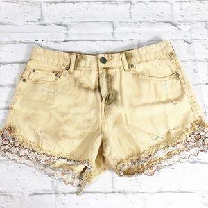🛍Free People Tan Denim Dye Embroidered Hem Shorts